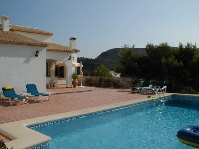 Pool og terrasse - feriehus i Spanien